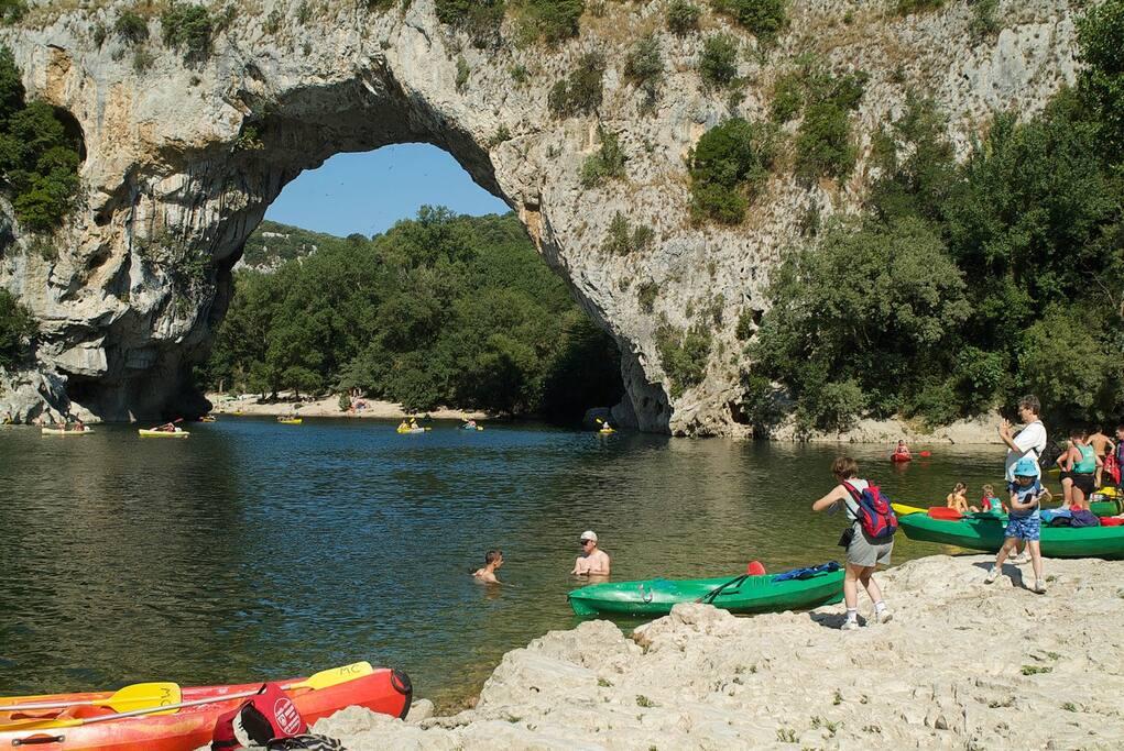 Le Pont d'Arc, baignade et canoë