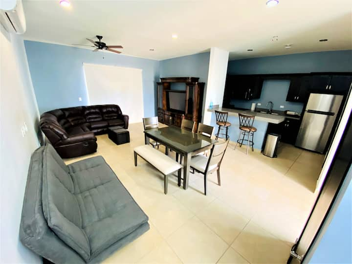 Modern Lux In Town Home, 5 Min from public Beach!
