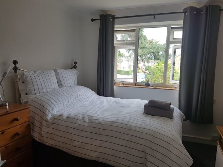 Double Room close to Heathrow. Access to Gatwick