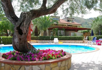 Apartment 6 pax with garden and pool - Mazzaforno