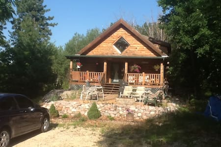 Log Cabin with lake view- public boat landing near - Coloma