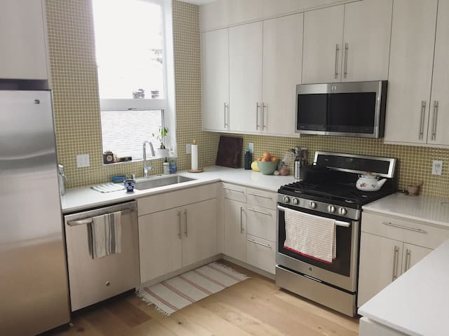 Sunny 1BR/1BA in new West Seattle home