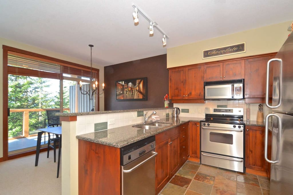 Quality kitchen with ganite counter tops.Well stocked with supplies for your family dinnner prep