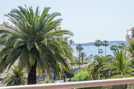 Appartement Bord de mer 43 m² avec balcon 22 m² - Cannes