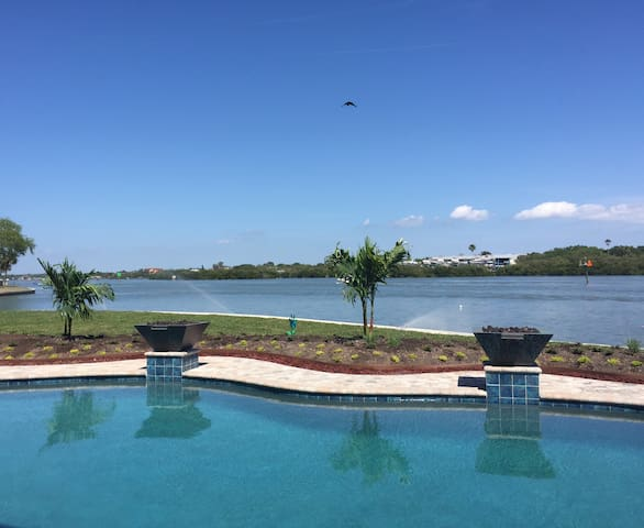 Waterfront Beauty and Amazing Pool - Indian Rocks Beach - Guest suite
