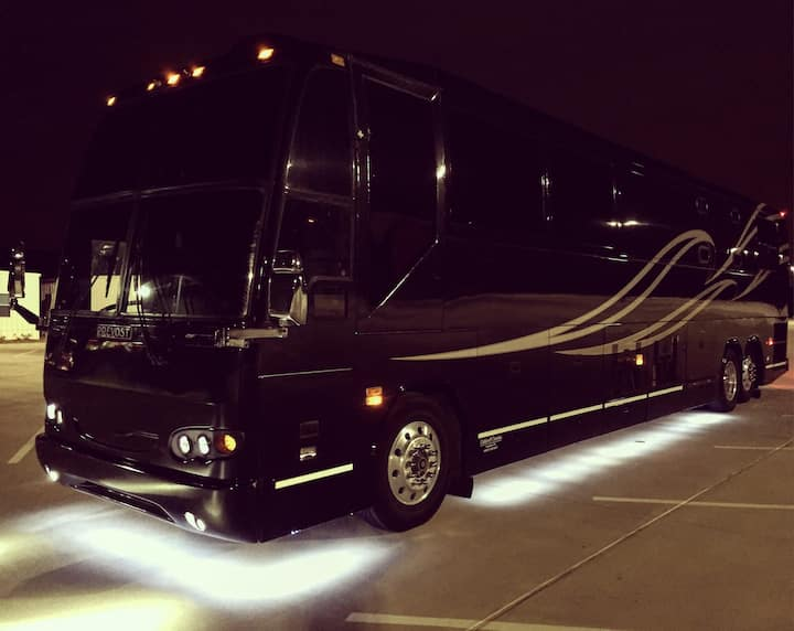 MUSIC CITY in a TOUR BUS? Yes!!