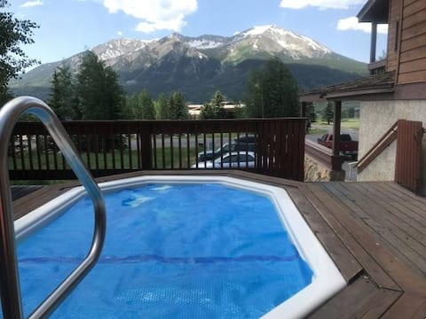 ~Condo In Paradise~ Hot tub, Deck & Amazing Views