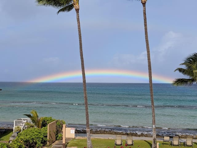 Oceanfront with Fabulous sunsets and views of Molokai