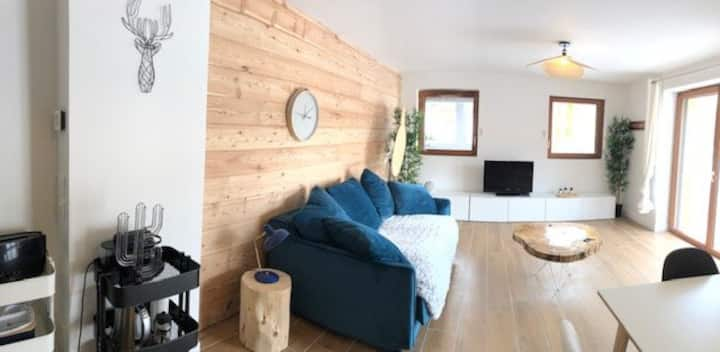 Apartment sleeps 7 with great amenities close to the slopes