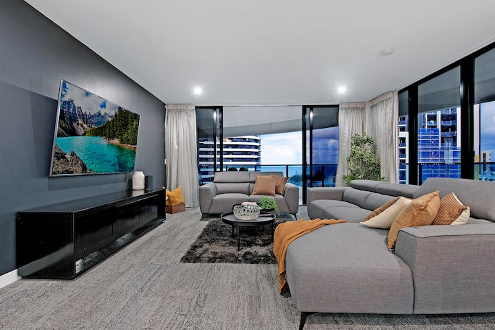 Stunning value 2 bed 2 bath @ Oracle Broadbeach - Views to Ocean
