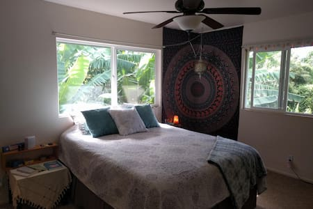 Haleiwa Central Duplex - No Short-Term Rentals