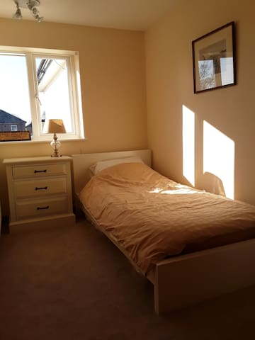 Cosy single room close to beach