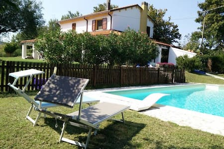 Bed & Breakfast with pool in the hills of Rimini - Coriano - 家庭式旅館