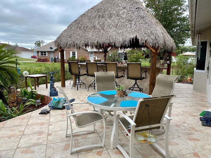 S. Ft Myers relaxing rooms w/ Tiki Bar