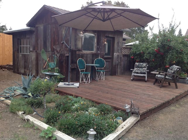Private Garden Cottage With HotTub - Merced - บังกะโล