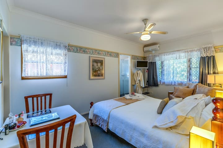 Tranquil Deluxe Room: Boutique Lodge