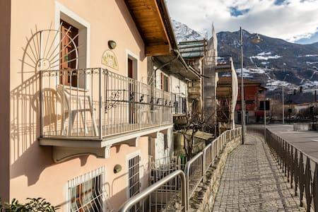 Villetta con giardino centro Aosta - Aosta
