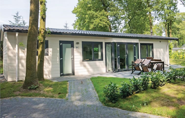 Holiday cottage with 2 bedrooms on 61 m² in Steenwijk-De Bult