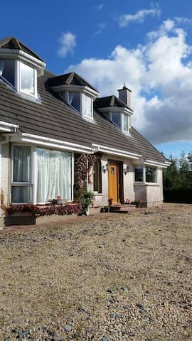 Country Home - on Wild Atlantic Way (Double Room1)
