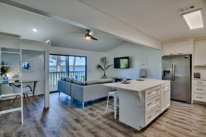 """New Beachy Luxury Waterfront """"The Sunset Suite"""""""