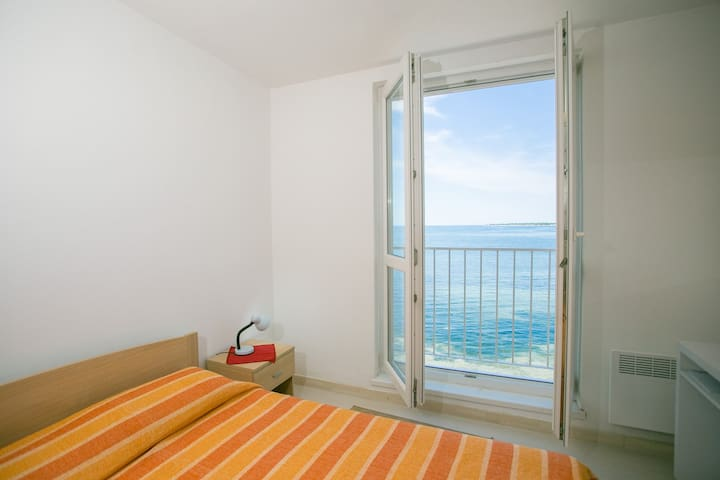 Tomicic Apartments / Old Town Apartment Tomicic with Direct Sea View I