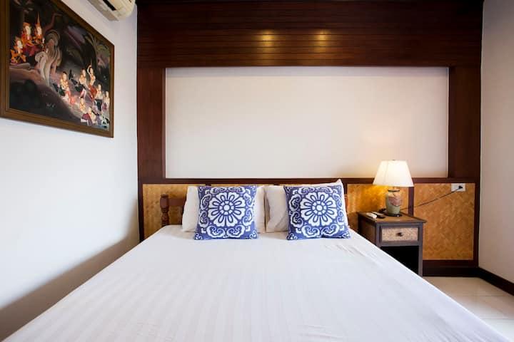 Little Home 依偎在护城河边的泰式小院 大床房间C3 2晚以上6点到晚上12点机场免费接送