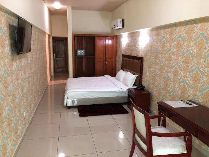 Stay in the Heart of Accra! (1 Bed: 1-2 Guests)