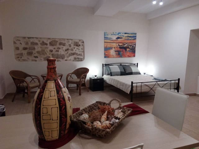 SPACIOUS PRIVATE STUDIO IN THE HEART OF CORFU TOWN - Kerkira - Daire