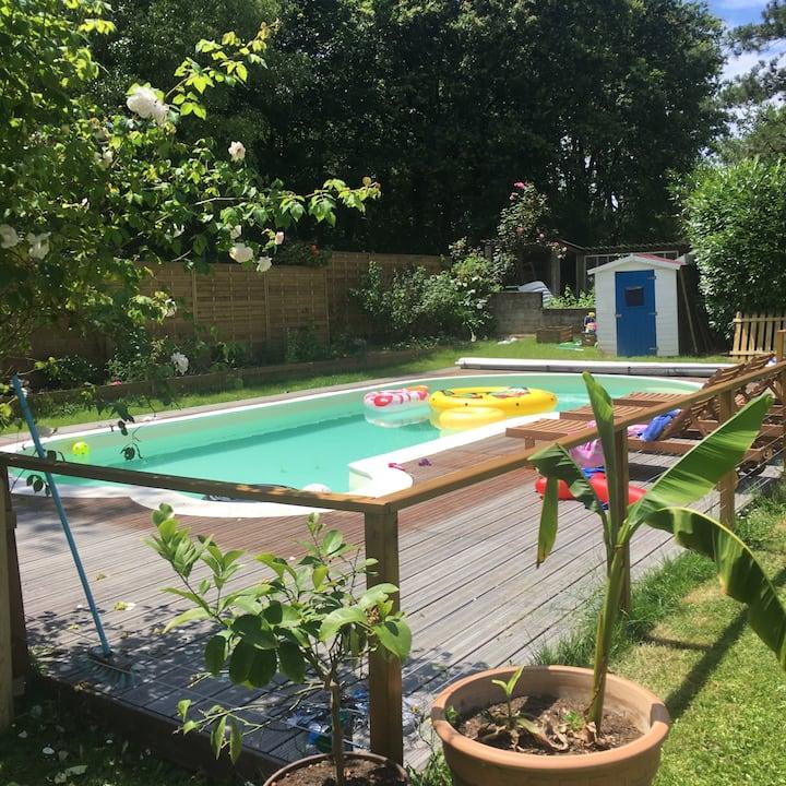 Maison familiale avec piscine et grand jardin