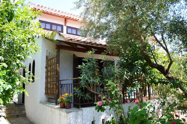 Cosy house in Stoupa (2-4persons)
