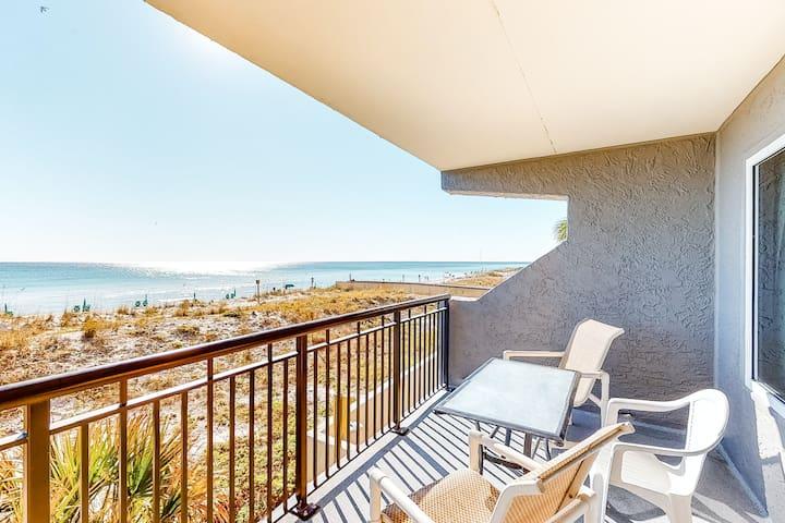 2nd Floor Spacious, Beachfront Condo w/ Views, Close To Entertainment