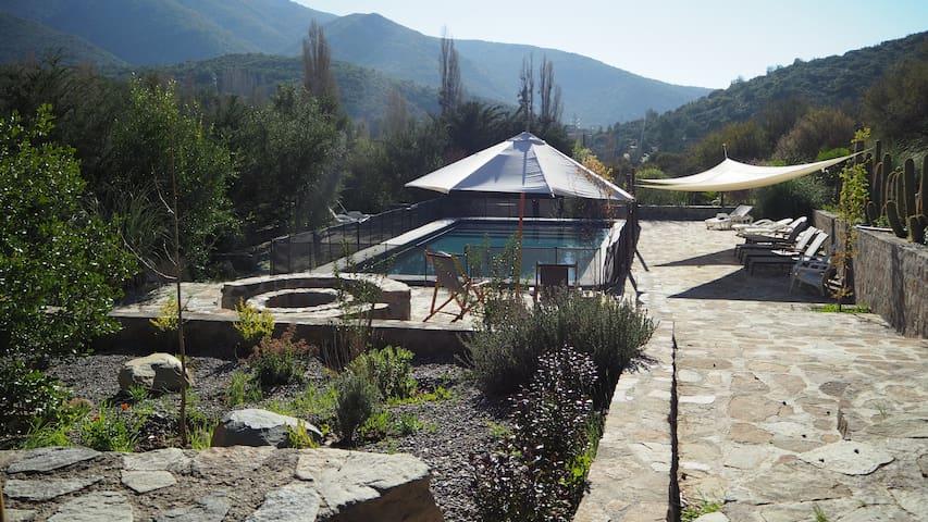 cozy mountain retreat hour from Santiago  (Caleu)