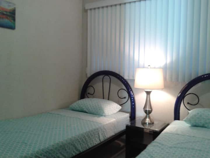 Twin room in condo 7 minutes to centro historico
