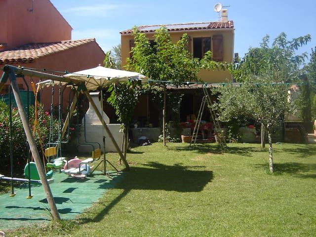 Villa au coeur du 1er village Bio de France - Correns - Willa