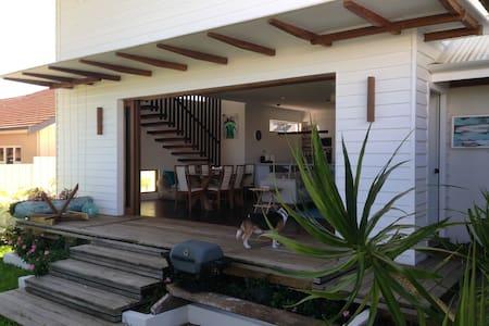 Large house with beachy vibe - Karrinyup - Hus