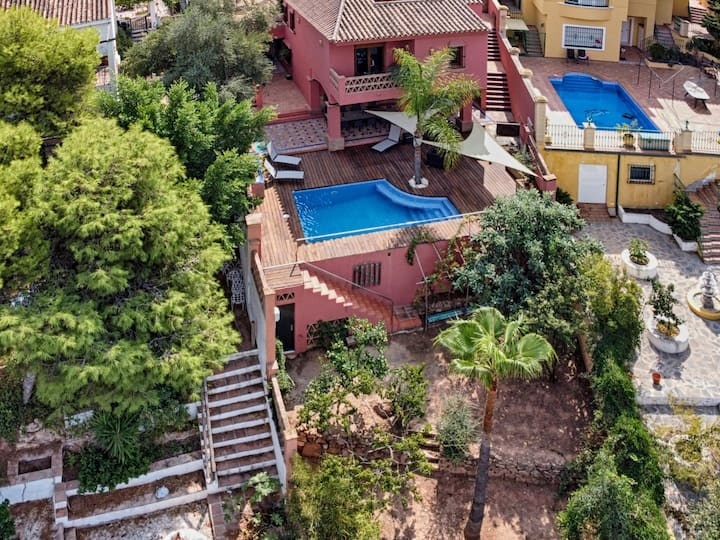 Amazing House with pool situated in El Candado Area