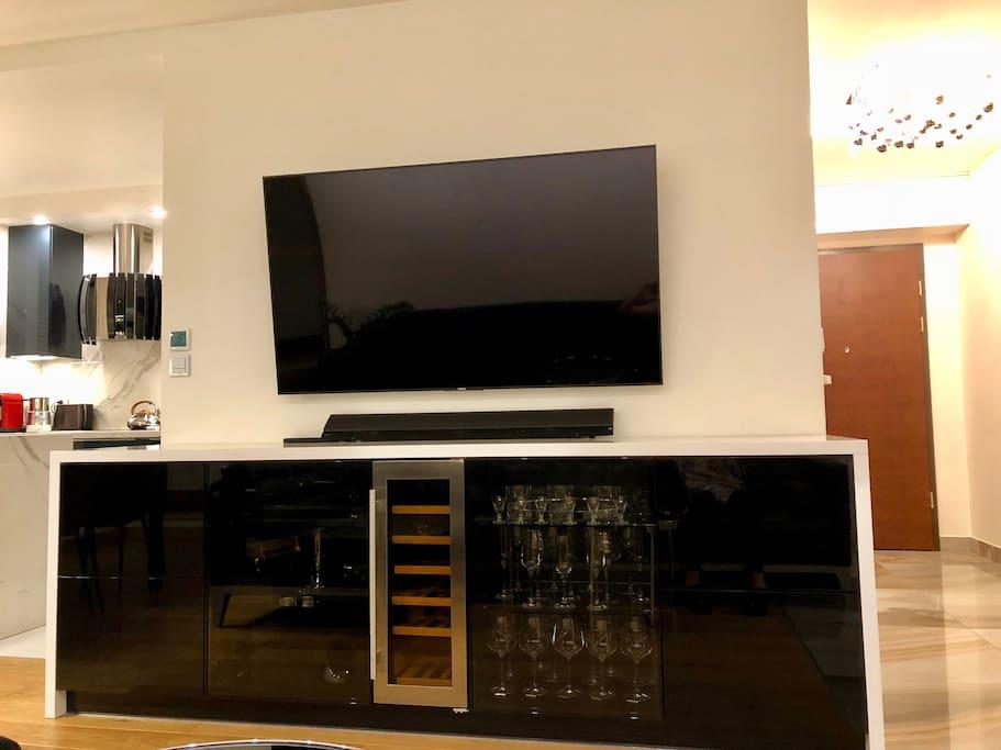 Entertainment set: smart TV, Blu Ray
