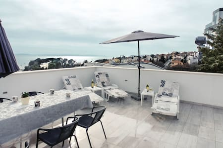 Beautiful apartment Rajcic *** (with sea view)...