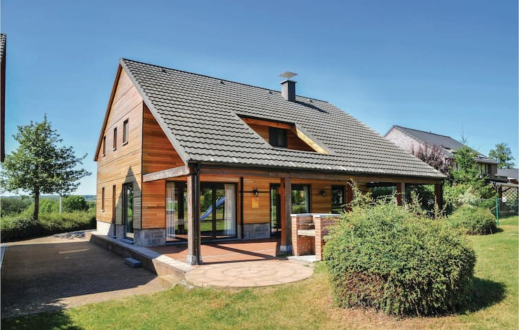 Holiday cottage with 4 bedrooms on 180 m² in Durbuy