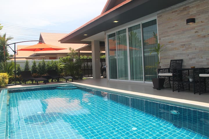 Luxury Pool Villa A23 (3BR / 6-8 persons)