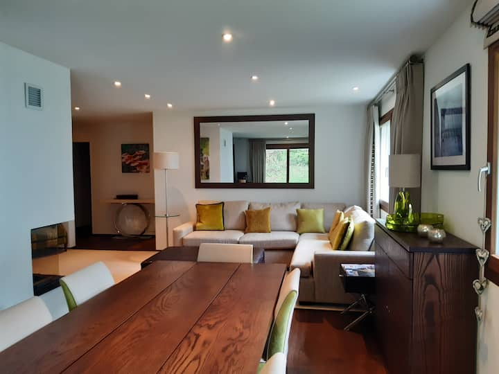 Luxurious 4 bedroom ensuite apartment & fireplace
