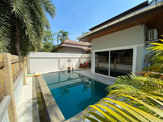 3-bedroom pool villa in a quiet Chalong