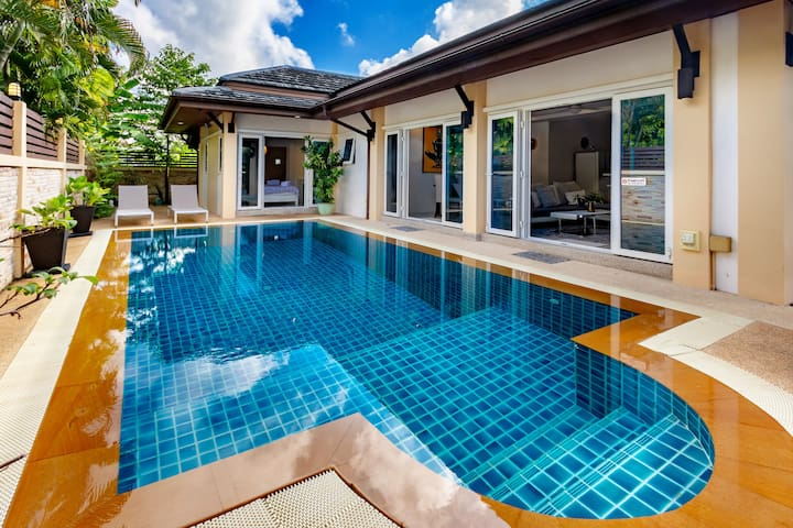 **Family*group*Pool Villa*4 beds*Closeby*Patong :)