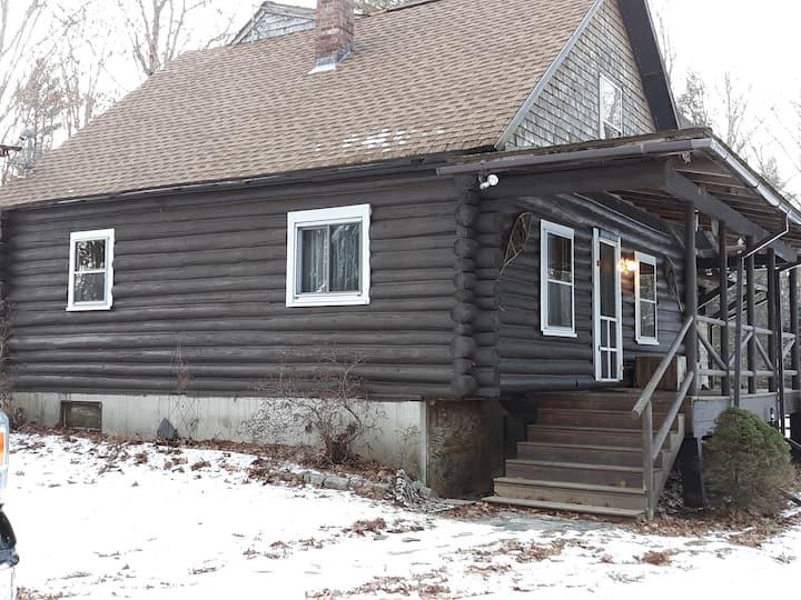 Cobbossee log cabin / post & beam