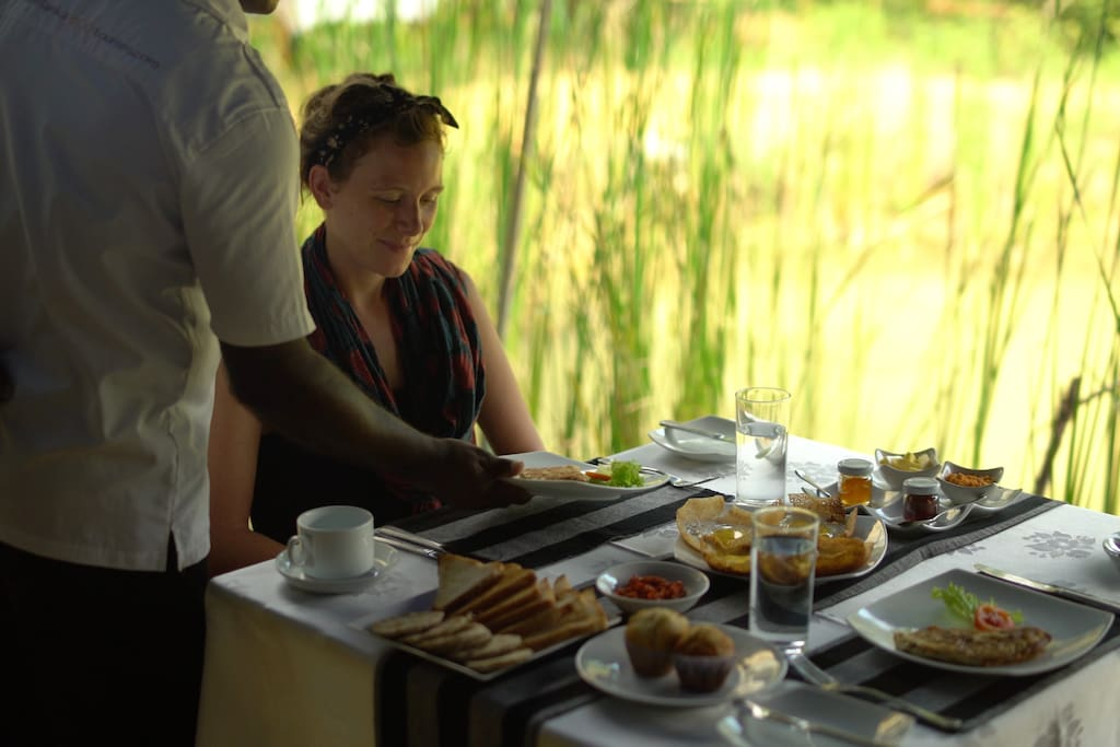 Outdoor breakfast 3