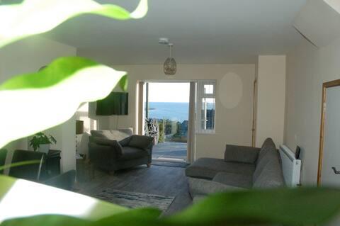 * Newly Refurbished * panoramic sea views, Harlech