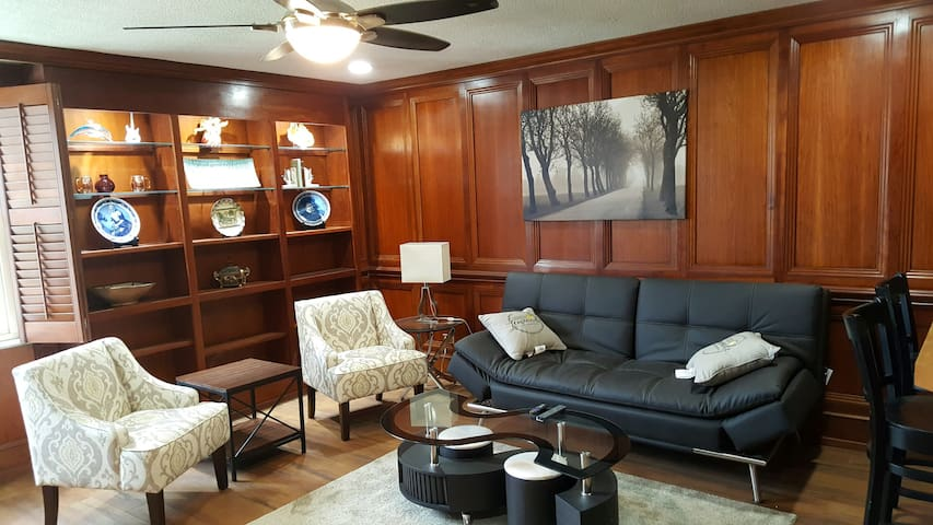 Updated Corporate Condo in Atlanta Downtown