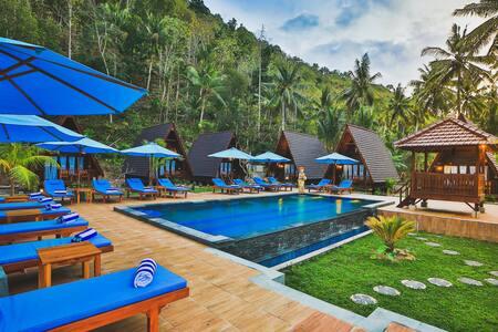 MAHALOKA VALLEY : Peaceful Hut in Nusa Penida