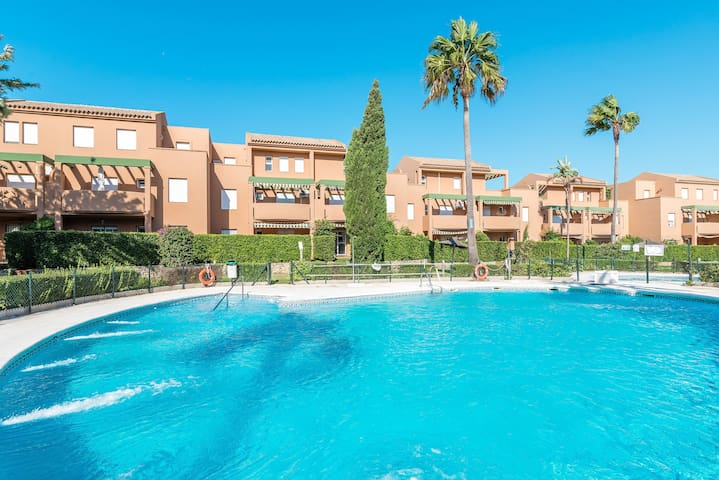Close to the beach and with community pool - Apartment Jardin del Golf