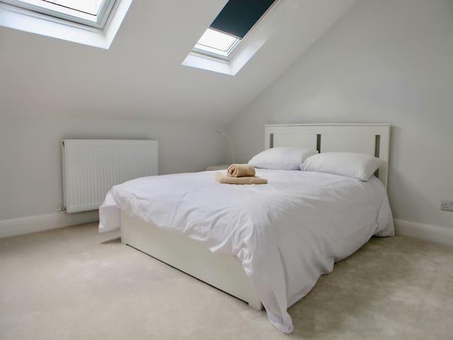 Large, clean en suite near Stratford, East London